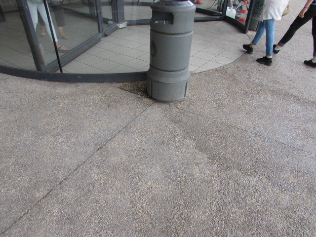 Nettoyage chewing-gum sur sol à Fleury (après)